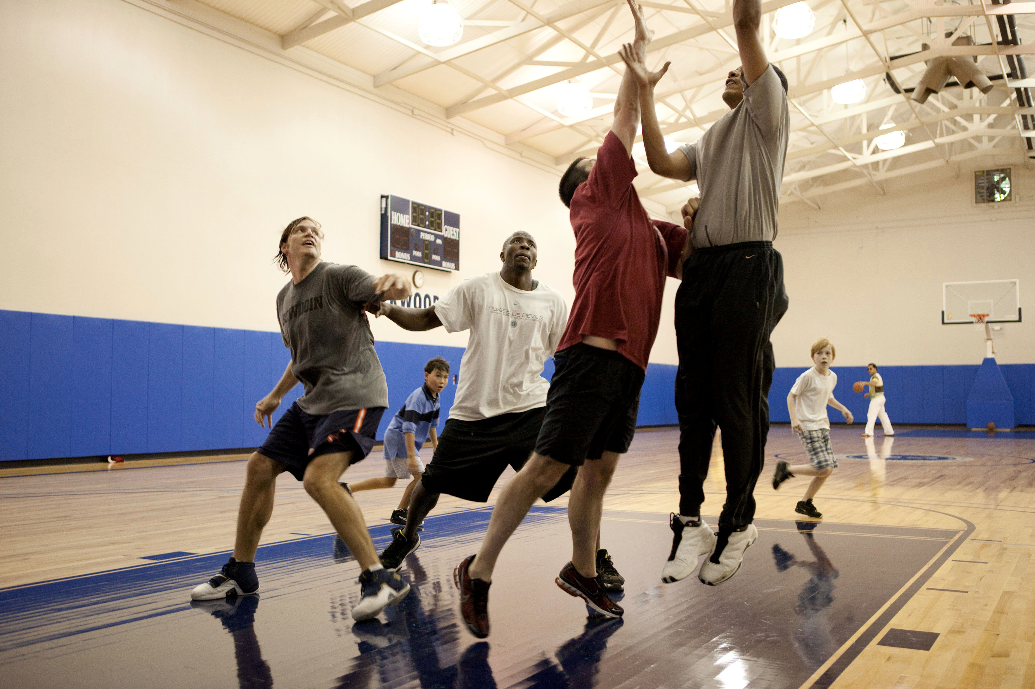 Barack_Obama_playing_basketball_in_Camp_David